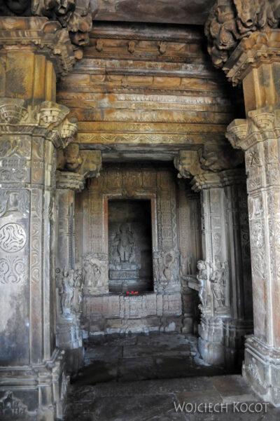 IN07164-Khajuraho-wnętrze Vaman Temple