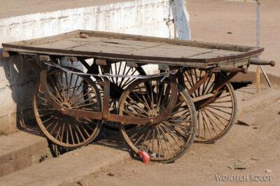 IN07229-Khajuraho-wózek