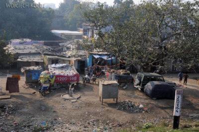 IN08003-Waranasi-przedmieścia widziane zpociągu