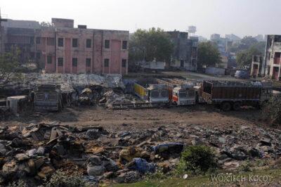 IN08004-Waranasi-przedmieścia widziane zpociągu