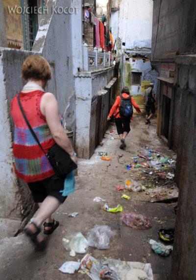 IN08044-Waranasi-na uliczkach
