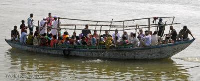 IN08046-Waranasi-łodzie naGandze