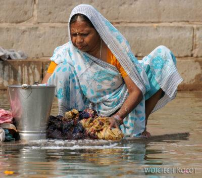 IN08052-Waranasi-pranie wGandze