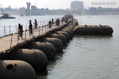 IN08113-Waranasi-most pontonowy naGandze