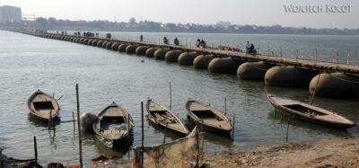 IN08114-Waranasi-most pontonowy naGandze