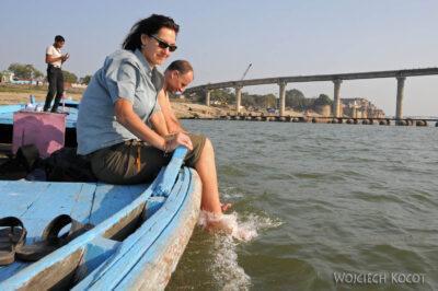 IN08137-Waranasi-Kinga moczy nogi