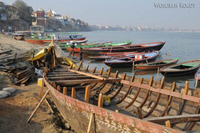 IN08141-Waranasi-łodzie naGandze