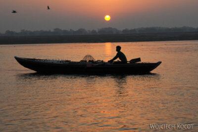 IN09006-Waranasi-wschód słońca nadGangą