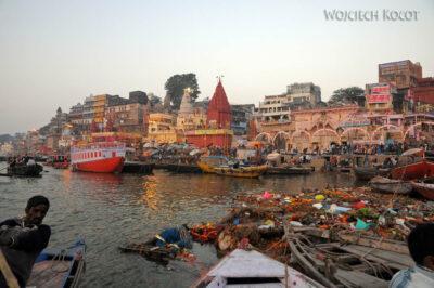 IN09007-Waranasi-Ghata Główna owschodzie