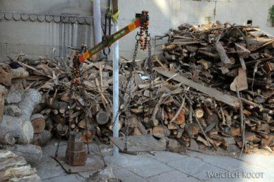 IN09052-Waranasi-składy drewna dokremacji