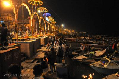 IN09086-Waranasi-ceremonia (Pudja) ku czci Shivy iGangi