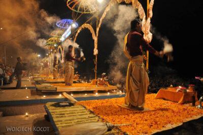 IN09092-Waranasi-ceremonia (Pudja) ku czci Shivy iGangi