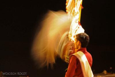 IN09110-Waranasi-ceremonia (Pudja) ku czci Shivy iGangi