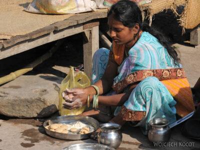 IN10075-Waranasi-jedzonko naGhacie
