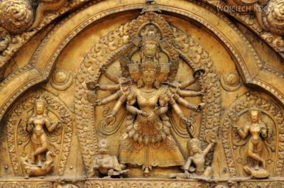 IN14025-Kathmandu-Bhaktapur-przy świątyni Kumari