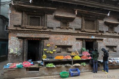 IN14093-Kathmandu-Bhaktapur-stragan