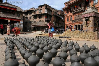 IN14109-Kathmandu-Bhaktapur-wyrób ceramiki