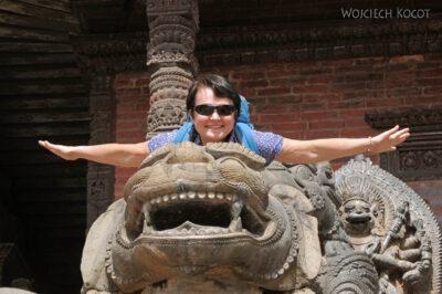 IN14133-Kathmandu-Bhaktapur-Kwa przy pagodzie