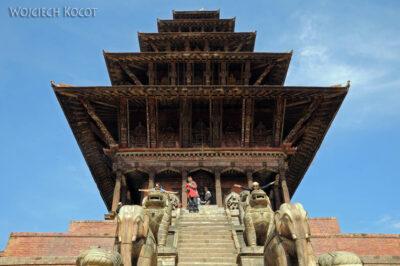 IN14135-Kathmandu-Bhaktapur-Kwa iOla przy pagodzie