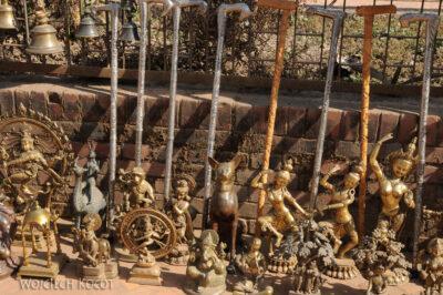 IN14188-Kathmandu-Bhaktapur-stragan zmosiądzem