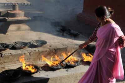 IN14237-Kathmandu-Patan-przy Świątyni