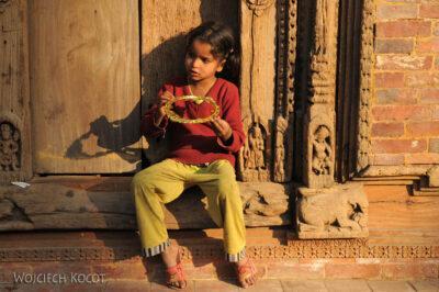 IN14255-Kathmandu-Patan-dziewczynka naDurbar Square