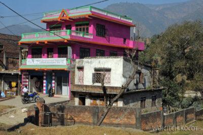 IN15010-Co ładniejsze domy podrodze doChitwan