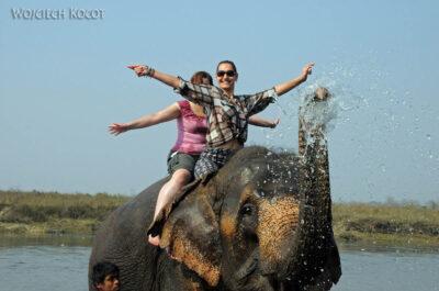 IN16053-Chitwan-kąpiel zasłoniem-Kinga iMirka