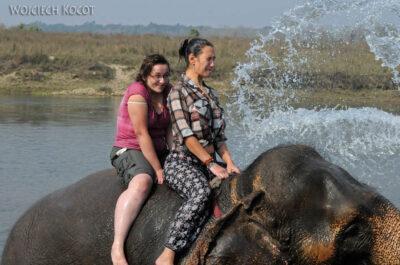 IN16060-Chitwan-kąpiel zasłoniem-Kinga iMirka