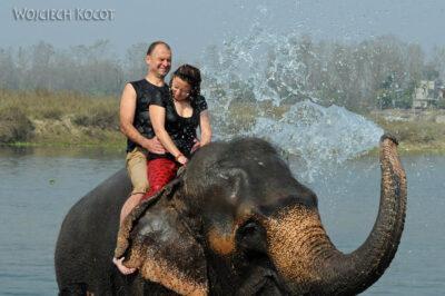 IN16067-Chitwan-kąpiel zasłoniem-Maryla iMarcin