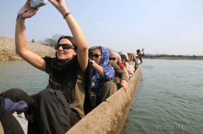IN16095-Chitwan-rejs dłubanką
