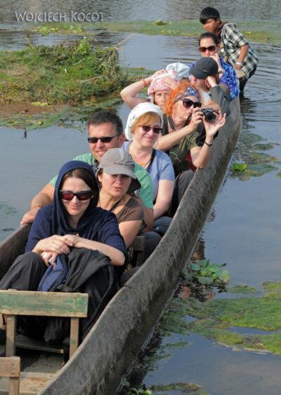 IN16120-Chitwan-rejs dłubanką