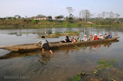 IN16121-Chitwan-rejs dłubanką