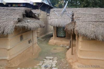 IN16172-Chitwan-zabudowa wioski