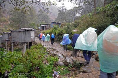 IN18005-Treking-dz1-Wymarsz zNayaPul wstrugach deszczu