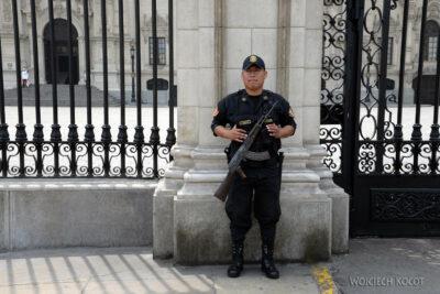 PBb068-Zmiana warty przy Plaza de Armas