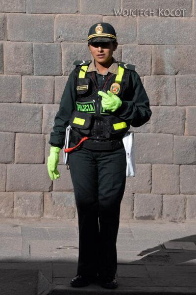 PBr117-Cusco - policjantka
