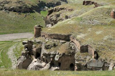 GTb154-Ani-jaskinie wyryte wtufach