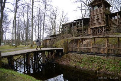 BałtC057-Lielvarde-drewniany gród