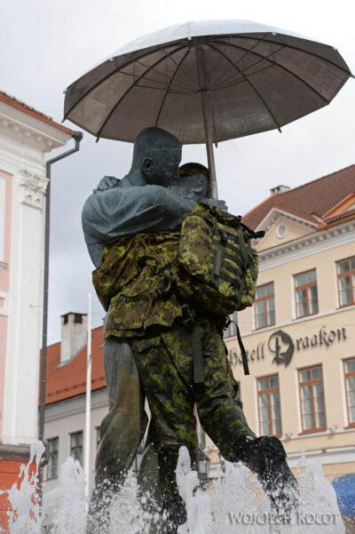 BałtE045-Tartu-Pomnik zakochanych