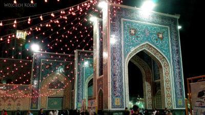 Irng051-Mashhad-nocą przy grobie Imama Rezy