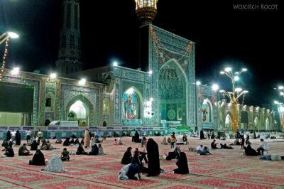 Irng054-Mashhad-nocą przy grobie Imama Rezy