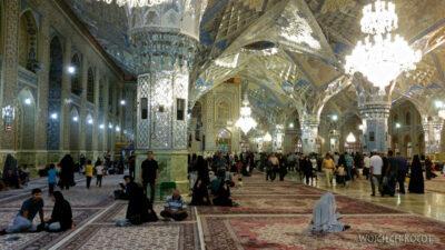 Irng057-Mashhad-nocą przy grobie Imama Rezy