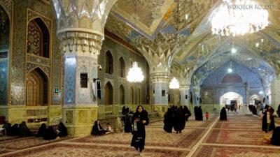 Irng069-Mashhad-nocą przy grobie Imama Rezy