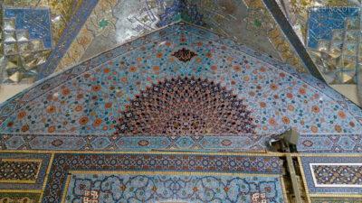 Irng070-Mashhad-nocą przy grobie Imama Rezy