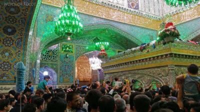 Irng071-Mashhad-nocą przy grobie Imama Rezy