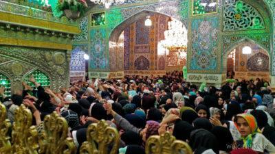 Irng073-Mashhad-nocą przy grobie Imama Rezy