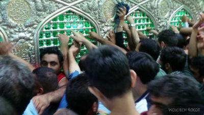 Irng074-Mashhad-nocą przy grobie Imama Rezy