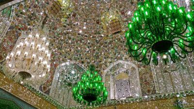 Irng075-Mashhad-nocą przy grobie Imama Rezy
