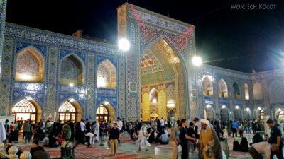 Irng081-Mashhad-nocą przy grobie Imama Rezy